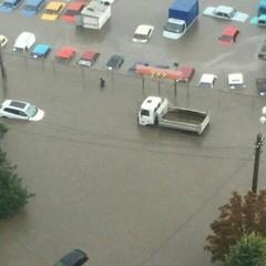 Фотофакт: на одеських стоянках потонули машини (фото, відео)