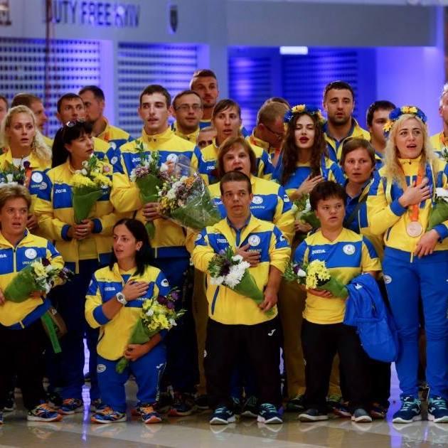 Як зустрічали українських паралімпійців (відео)