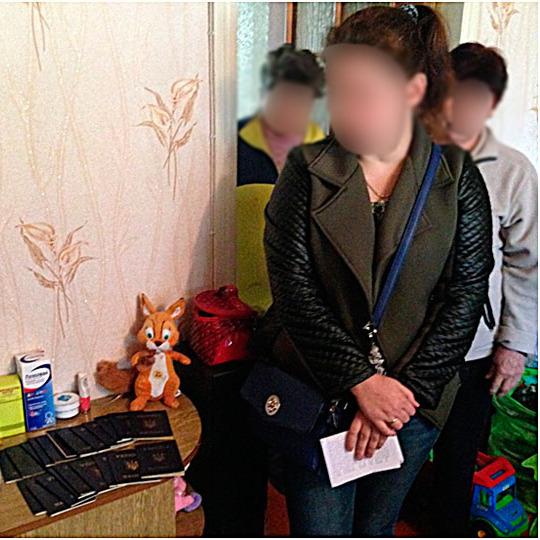 Працівники міграційної служби виготовляли підроблені паспорти жителям «ЛНР» та «ДНР»