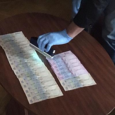 У Києві на хабарі затримано начальника райвідділу Державної міграційної служби