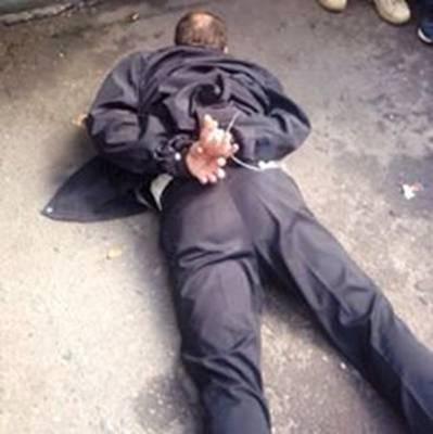 На Київщині місцеві жителі затримали грабіжника, що вкрав із ювелірної крамниці бокс із золотом (фото)