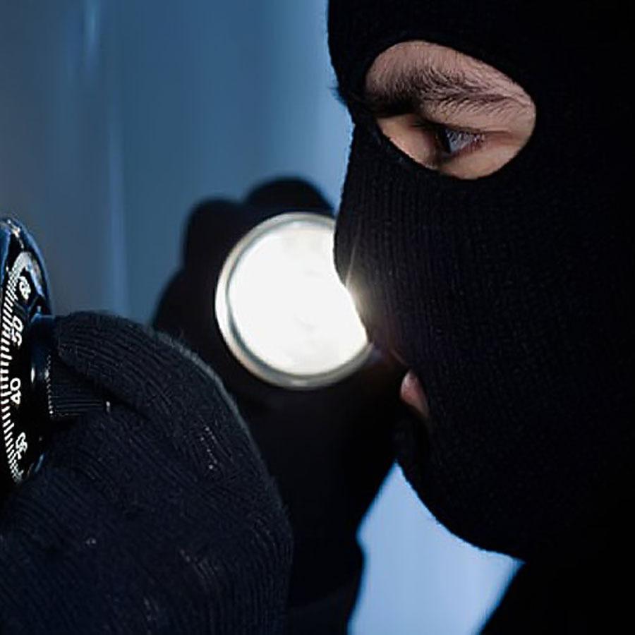 Вночі у центрі столиці пограбували кілька офісів