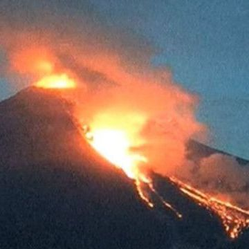 Камери спостереження зафіксували виверження вулкана в Мексиці (відео)