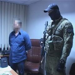 У Дніпрі поліцейські вимагали від підприємця щомісячно платити їм гроші за неперешкоджання торгівлі (відео)