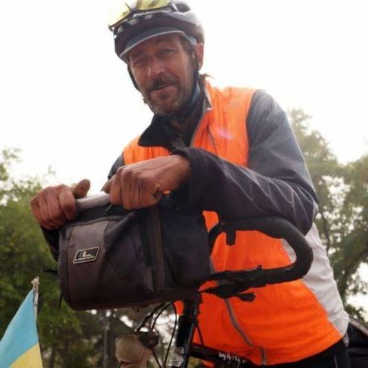 Український пенсіонер за п'ять місяців проїхав 17 країн на саморобному велосипеді