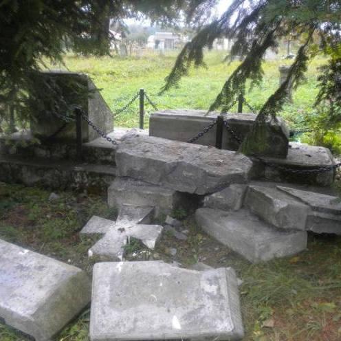 У Польщі вкотре знищено українське поховання (фото)