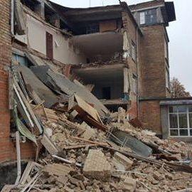 На Київщині обвалилася стіна школи (фото)