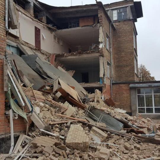 Директор школи у Василькові розповів про можливі причини руйнування будівлі