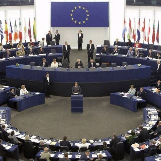 На жовтневій сесії Європарламенту не розглядатимуть український безвіз