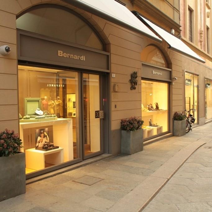 Як у кіно. В Італії шахраї влаштували виставу, щоб пограбувати ювелірну крамницю