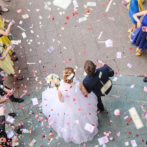 У Росії наречений замовив весільний банкет на 100 тис рублів і зник  після торжества разом з гостями