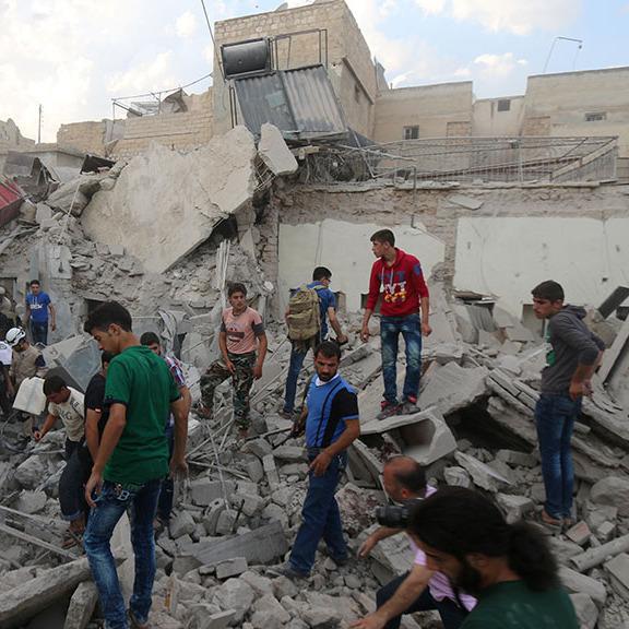 Увесь світ шокувало відео, на якому скривавлена сирійська дівчинка кличе свого батька (відео 18+)