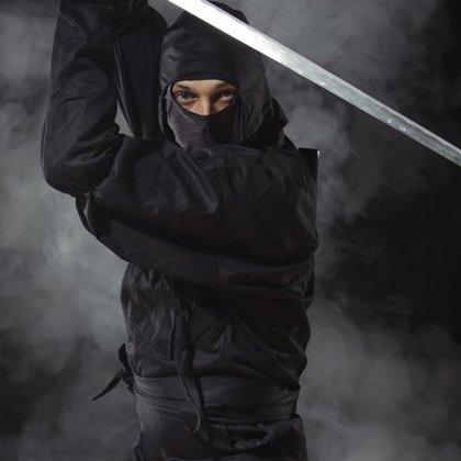 У Кременчуці чоловік уявив себе ніндзею та бігав вулицями з мечем (фото)