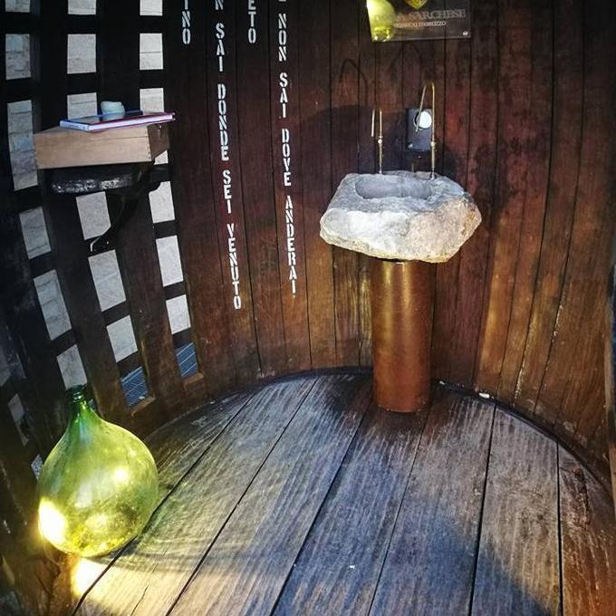 В Італії з'явився фонтан, з якого замість води ллється вино (фото)