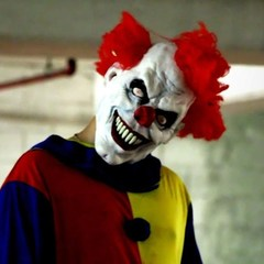 В Швеції невідомий в масці клоуна напав з ножем на юнака