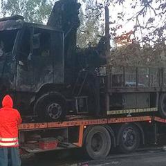 У Києві спалили евакуатор, який забирав незаконні автокав'ярні