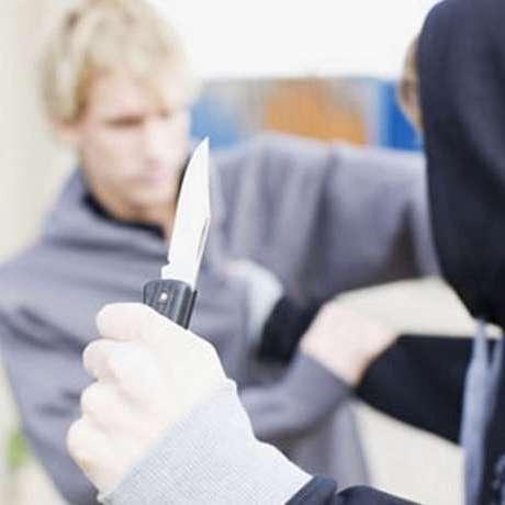 На Миколаївщині злочинці завдали ножових поранень та обікрали водія у власному ж авто