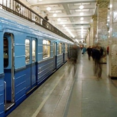 В метро на Майдані Незалежності п'яний чоловік впав під поїзд