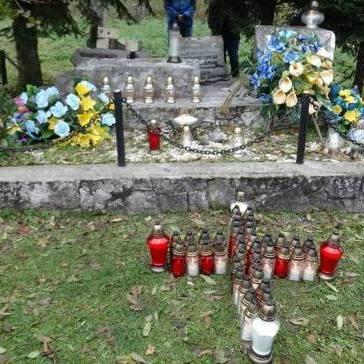 «Нехай спочивають у мирі» - поляки засудили знищення українських поховань у Польщі