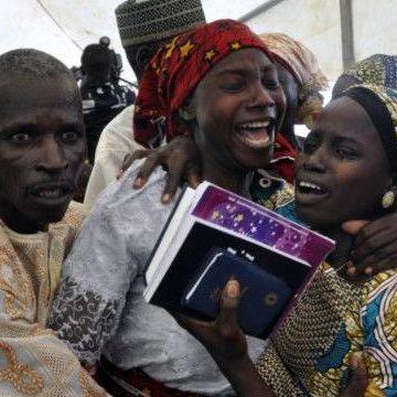 Емоційна зустріч вдома:  як повертались школярки, викрадені «Боко Харам»(відео)