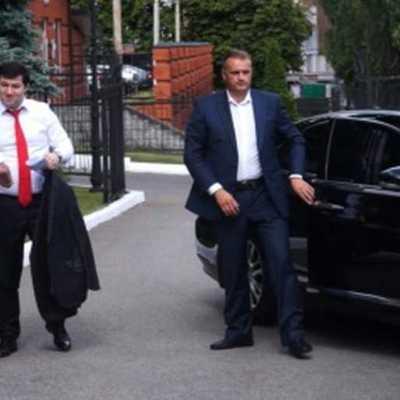 Роман Насиров їздить з «липовими номерами» на арештованому автомобілі преміум-класу