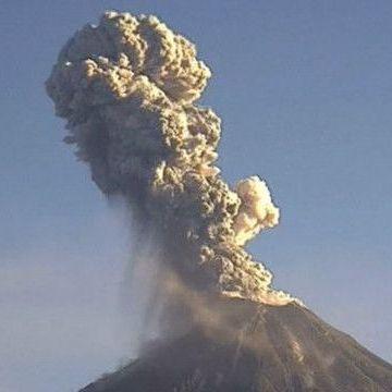 Мексиканський вулкан вивергнув стовп попелу на 2 км заввишки (відео)