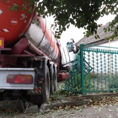 В житловий будинок влетіла вантажівка