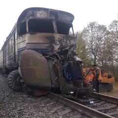 Трагедія на Вінниччині: зіткнулись пасажирський поїзд та лісовоз, є жертви (фото)