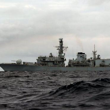 Британський бойовий флот йде назустріч кораблям РФ