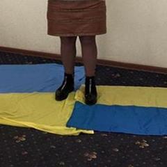 Прапори України на підлозі кабінету в «мера» Горлівки