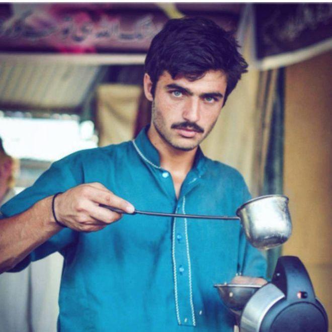 18-річний пакистанський продавець став моделлю завдяки одному фото