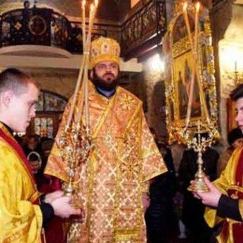 Архієпископ вибачився за розваги з дівчатами в клубі