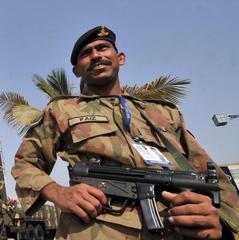 В Пакистані терористи напали на поліцейську академію