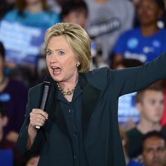 У США вийшов рекламний ролик з гавкаючою Гілларі Клінтон (відео)