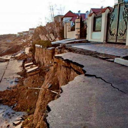 У Чорноморську через зсуви руйнуються вулиці та будинки (відео)