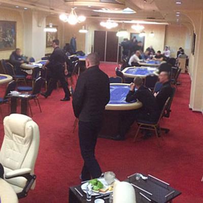 В Одесі працювало казино для VIP-клієнтів, де місце за покерним столом коштувало 5 тис. грн (фото)