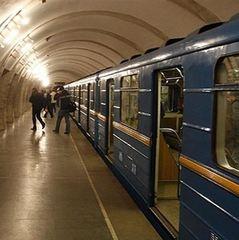 На ст.м. «Золоті ворота» людина впала під потяг