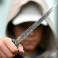 У Києві неповнолітній «на спір» пограбував та зґвалтував жінку