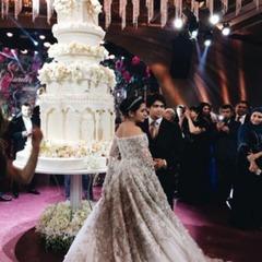 3-метровий торт і сукня за 650$ тисяч: світ шокувало весілля дочки нафтового магната з Таджикистану (відео)