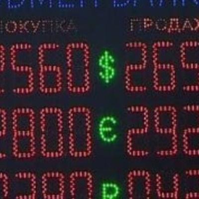 НБУ обвалює гривню навмисно, підганяючи під бюджет-2017