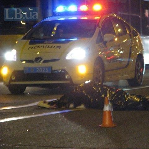 В Києві неповнолітній водій збив насмерть жінку (фото)