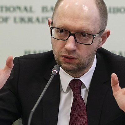 Яценюк боїться подавати е-декларацію - політолог