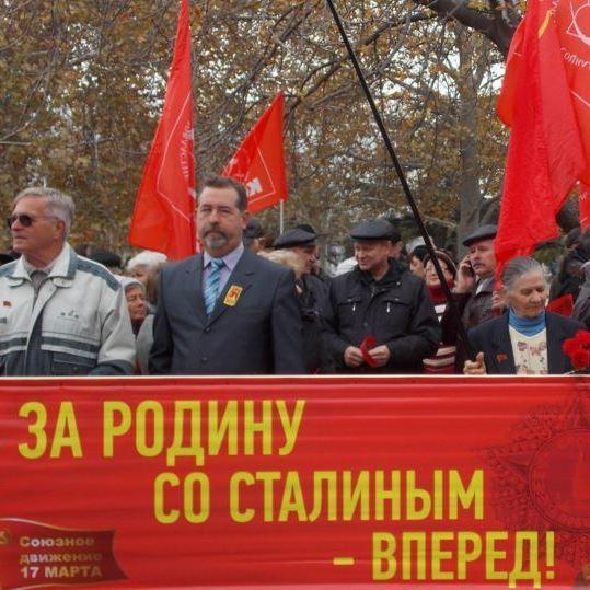 «Змусили» - у  Криму зігнали молодь на святкування 99-річчя жовтневого перевороту (відео)