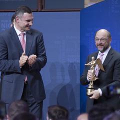 Віталій Кличко вручив нагороду президенту Європарламенту Мартіну Шульцу