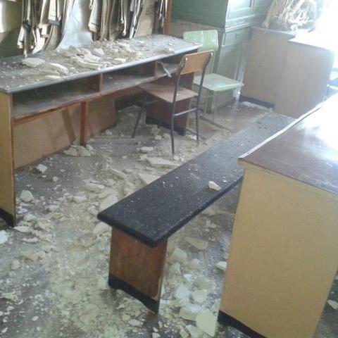 Під час занять в одеському вузі звалилася стеля (фото)