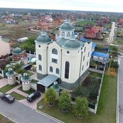 «Ні церква, ні храм, ні готель» - журналісти показали будинок полтавського судді (фото, відео)