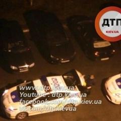 У Києві вночі невідомий стріляв по машинах