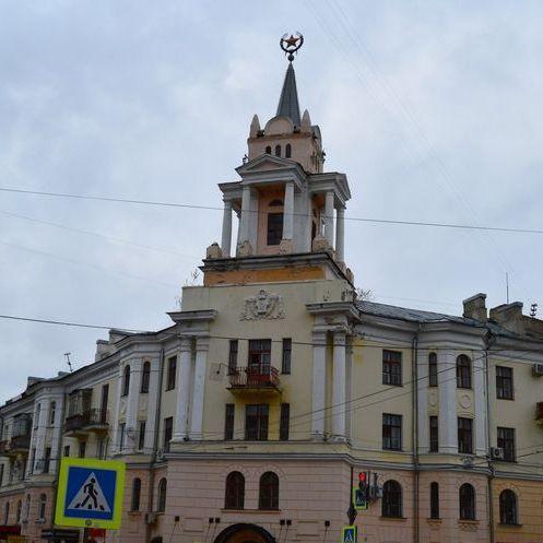 У Воронежі радянську зірку на будівлі перетворили на Патріка з «Губки Боба»