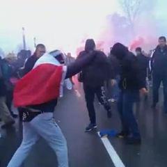 У Варшаві група молодиків спалили прапор України