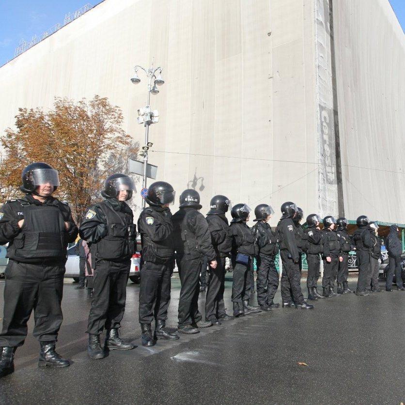 У центрі Києва очікуються масові мітинги, Хрещатик перекривають (відео)